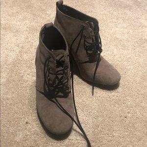 Lightly worn bootie heels size 7.5